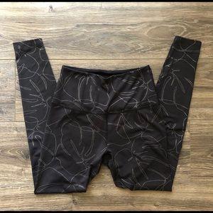 Beyond yoga limited edition monstera print legging